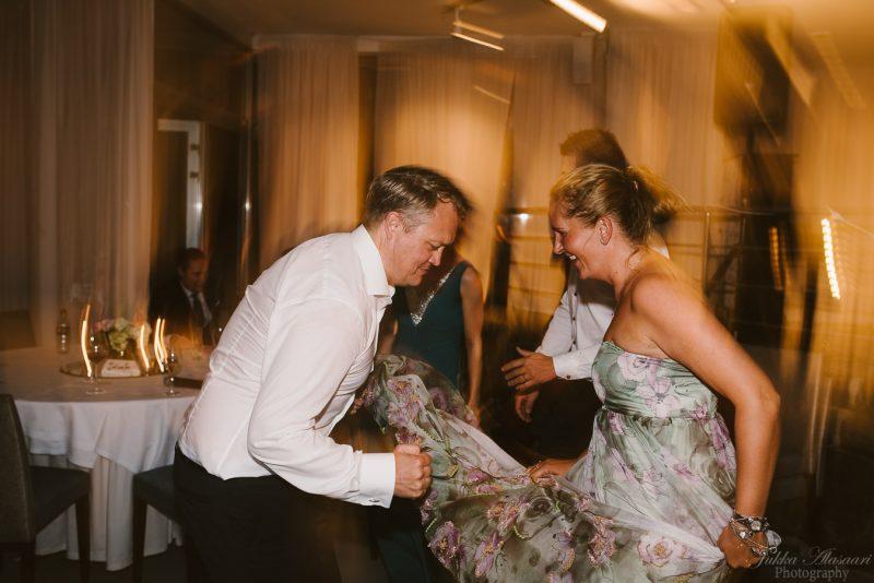 hääkuvaus kulosaaren casino häävieraita tanssimassa