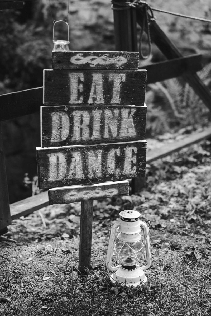 hääkuvaus teijo mathildedal kyltti eat drink dance
