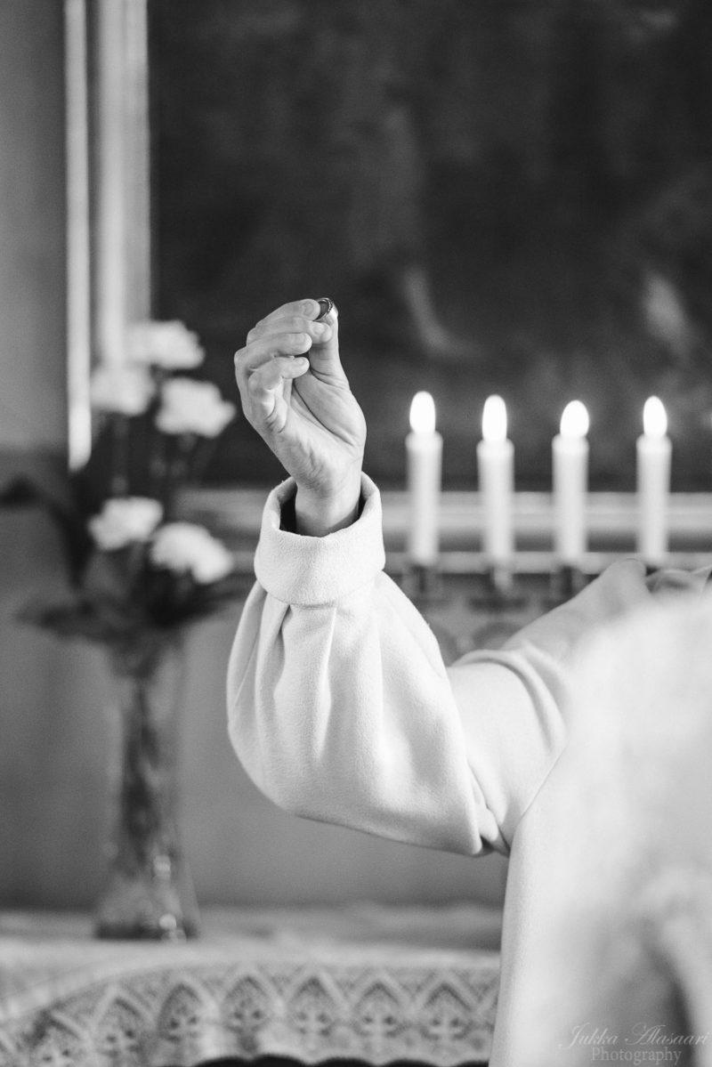 hääkuvaus teijon kirkko sormus