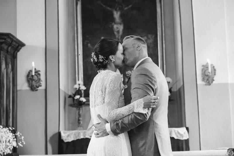 hääkuvaus teijon kirkko suudelma