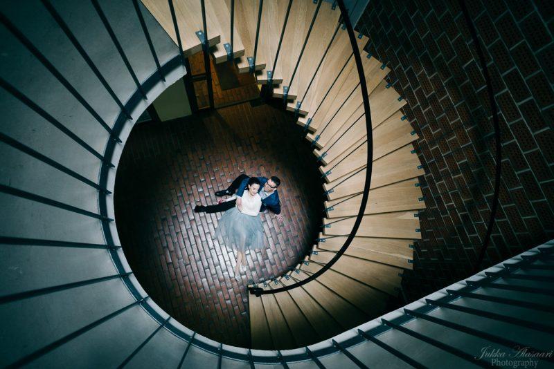 hääkuvaus portaikossa simpukkakuvio