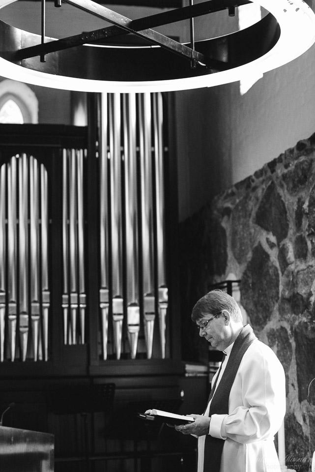 hääkuvaus vihkitilaisuus puotilan kappeli pappi ja urut