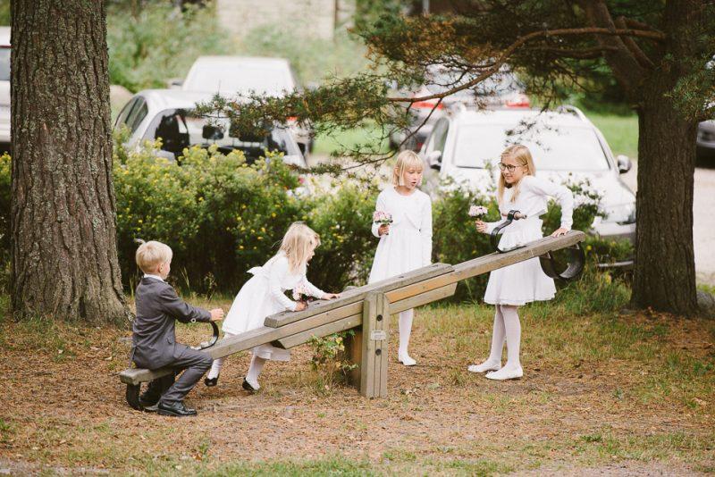 hääkuvaus sipoo hedåsen lapset leikkimässä