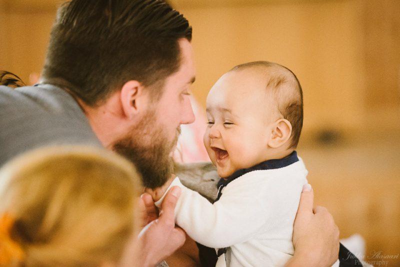 hääkuvaus sipoo hedåsen naurava vauva