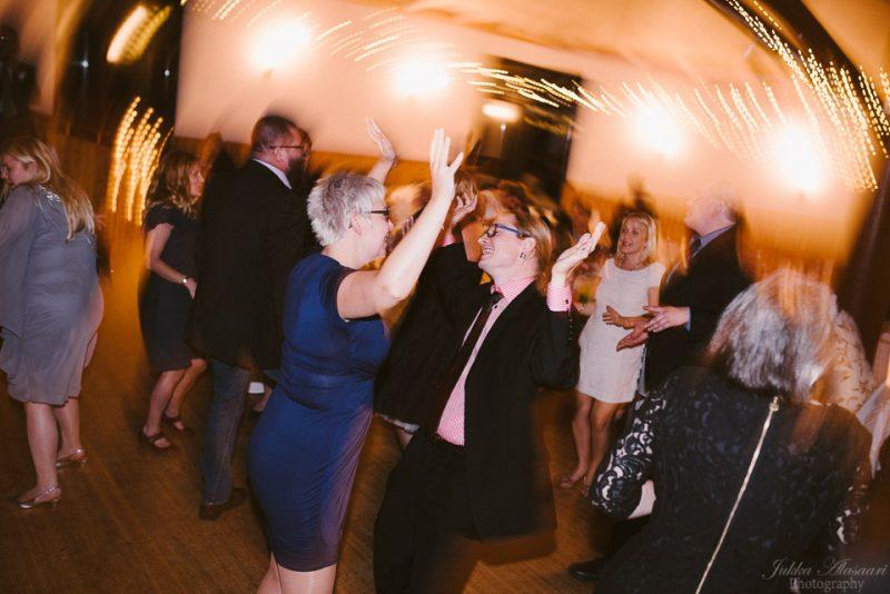 hääkuvaus sipoo hedåsen vieraat tanssilavalla