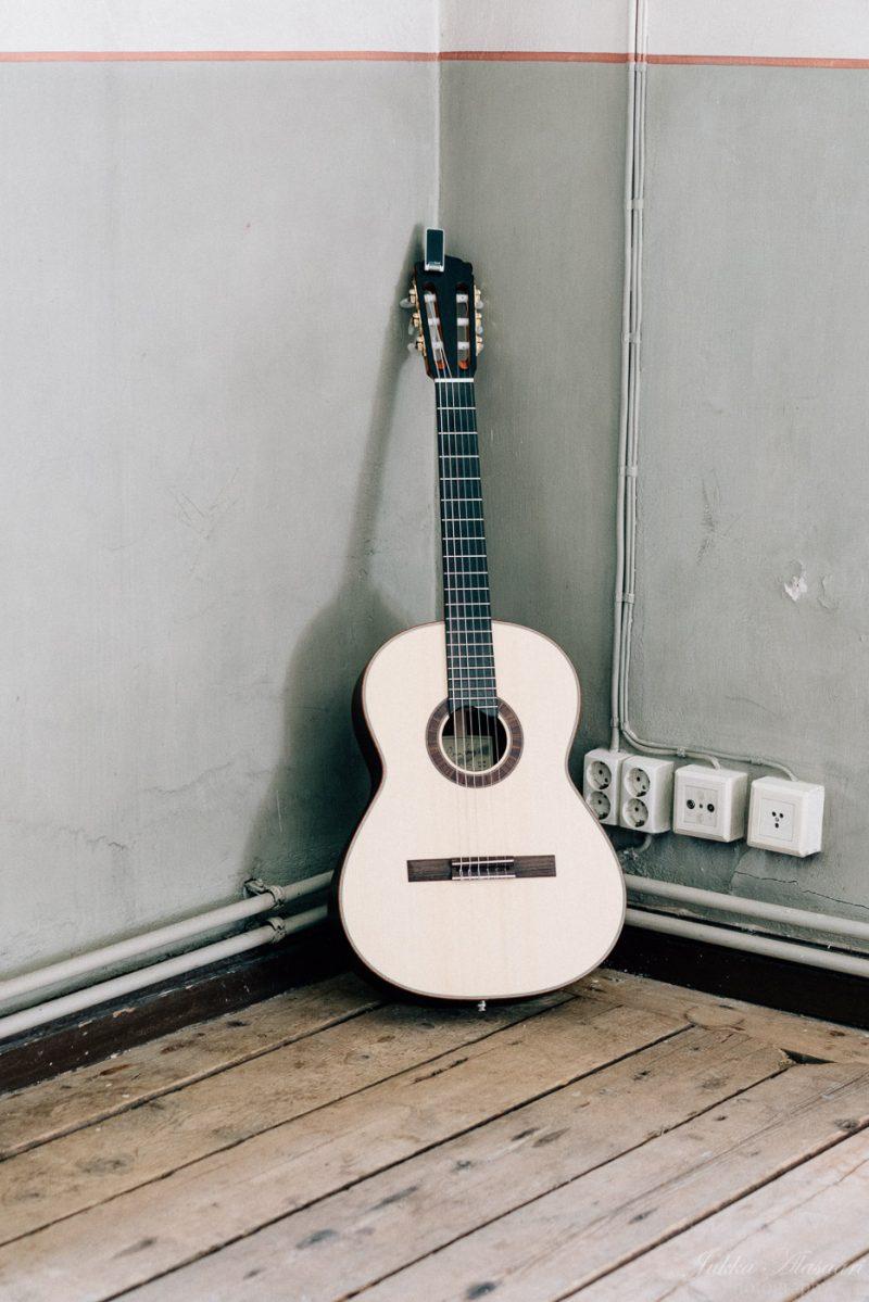 hääkuvaus suomenlinna pirunkirkko kitara