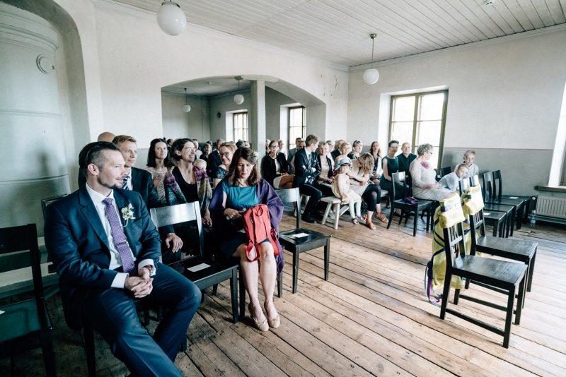 hääkuvaus suomenlinna pirunkirkko häävieraat