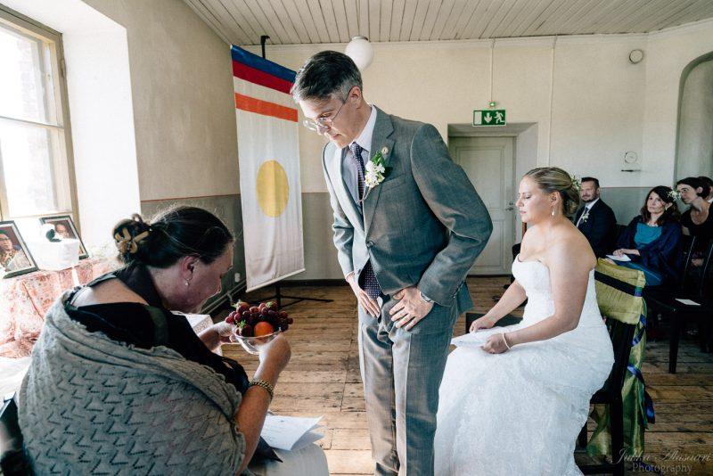 hääkuvaus suomenlinna pirunkirkko Shambhala-siunaus