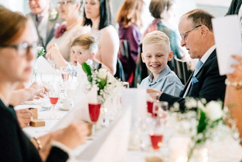 hääkuvaus suomenlinna pirunkirkko lapsi hymyilee