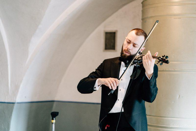 hääkuvaus suomenlinna pirunkirkko viulisti