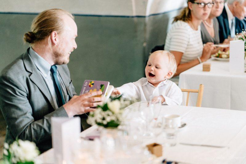 hääkuvaus suomenlinna pirunkirkko lapsi