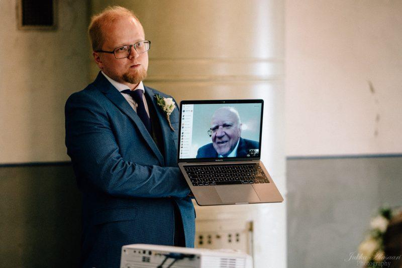 hääkuvaus suomenlinna pirunkirkko isän puhe