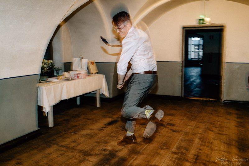 hääkuvaus suomenlinna pirunkirkko sulhanen juhlii