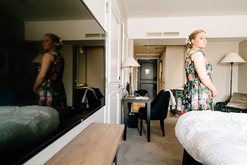 hääkuvaus suomenlinna morsian hotellihuoneessa