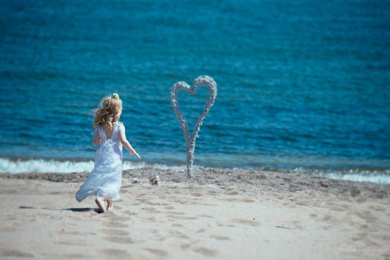 hääkuvaus hanko tyttö meren rannalla