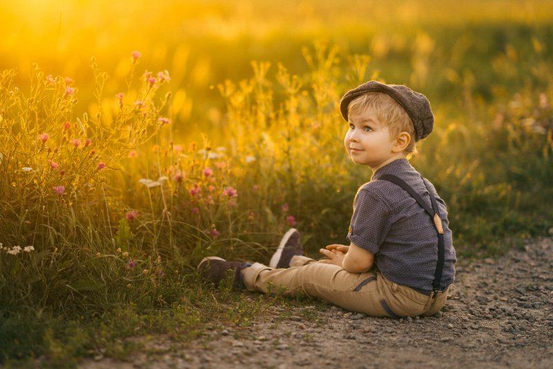 lapsikuvaus helsinki niittymaisema fine art child photo