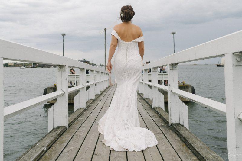 hääkuvaus helsinki särkänlinna morsian sillalla