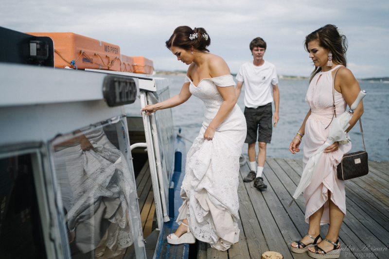 hääkuvaus helsinki särkänlinna morsian astuu laivaan
